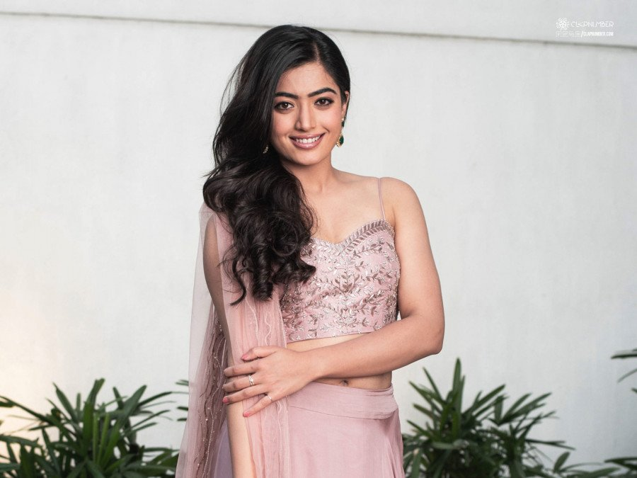rashmika-mandanna-shoots-for-the-whole-day-for-pushpa-image