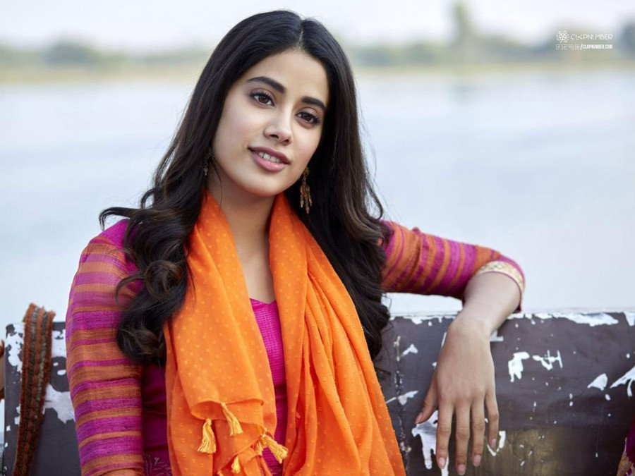 janhvi-kapoor-aspires-to-enter-hollywood-image