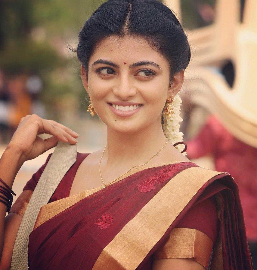 Anandhi image