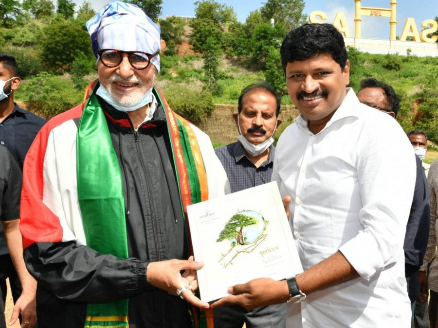 amitabh-bachchan-participates-in-green-india-challenge-image