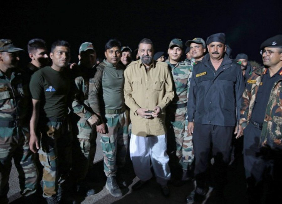 actor-sanjay-dutt-met-indian-army-battalions-while-shooting-for-bhuj-the-pride-of-india-image