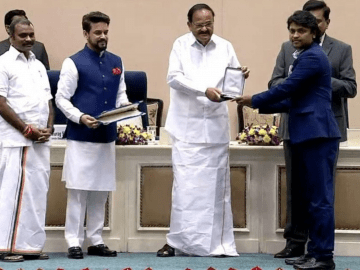 vice-president-of-india-presents-national-awards-to-jersey-team-image